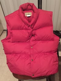 L.L. Bean Red button-up bobble vest size Lg Tall Winchester, 22601