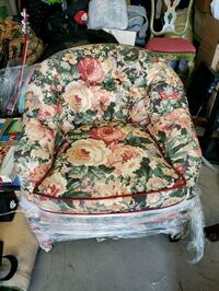2 beautiful living room type chairs Simi Valley, 93063