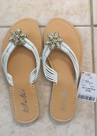 Brand new size 6 women's fancy flip flops  Toronto, M1B 1G5