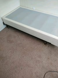 Twin bed frame and box spring Lexington, 40503