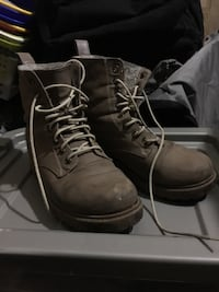 DIVIDED combat boots New Westminster, V3M 2S4