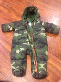 black and green camouflage zip-up hoodie Coquitlam, V3E 1C9