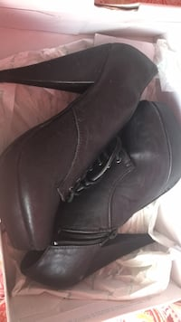 pair of brown leather boots Pickering, L1V 6S1