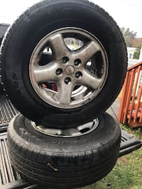 gray 5-spoke vehicle wheel and tire set Smithsburg, 21783