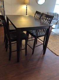Kitchen table and chairs- bar height  Oklahoma City, 73102