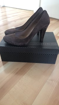 Brown suede pumps with python heels, made in Italy! Miami, 33131