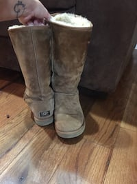 UGG boots worn 4-5 times size 9 just like brand new