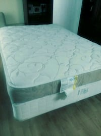 Full size box spring and mattress is clean no rips Bothell, 98021