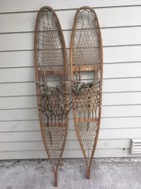 two brown wooden clothes hangers Marysville, 98270
