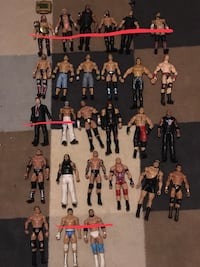 WWE Figures and Accessories (Lot) Brampton, L6Z 2C4