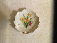 Beige floral print collectible plate Islip, 11722