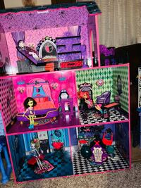 Monster High life size wooden doll house Newport, 19804