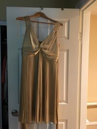 Gold-coloured silk dress Vancouver, V5S 2H1