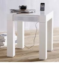 West elm parsons audio end table comes with ac power and input cables Toronto, M4E 3W7