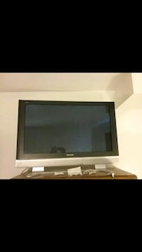 Panasonic 42inch hdtv with surround sound speakers South Plainfield, 07080
