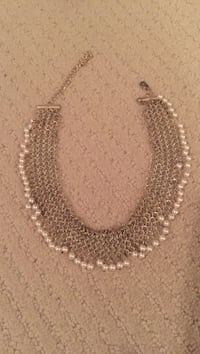 Women's silver-colored necklace with pearls Nanaimo, V9R 6A8