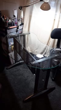 Glass table/desk
