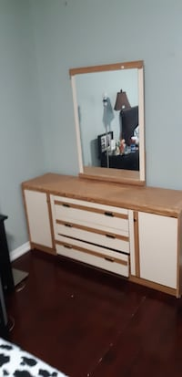 Dresser with 3 drawers and two side cabinets