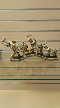 Elephants figurine  (new in a box)