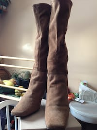 Ladies brown suede boot Calgary