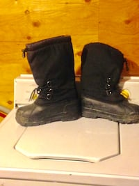 Pair of black leather boots size 9 Winnipeg, R2K 4A1