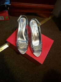 Silver peep-toe heels size 7.5 USED1X New York, 10018