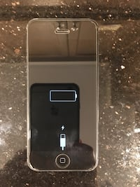 iPhone 5 with box Courtice, L1E 3J3