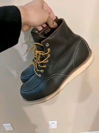Red wing boots sz 9 olive green New Westminster, V3M