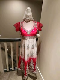 Red and white embroidered suit with back cutout 3726 km
