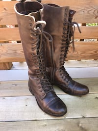 Gorgeous Steve Madden high lace up boots-size 8.5/9 gently used  London, N5W 1S3