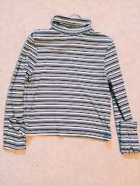 Crop long sleeved top with turtle neck (Small) Oakville, L6L 6E1