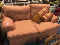 Country style Couch and Love Seat Martinsburg, 25404
