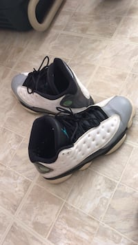 pair of white-and-black Air Jordan shoes 44 km