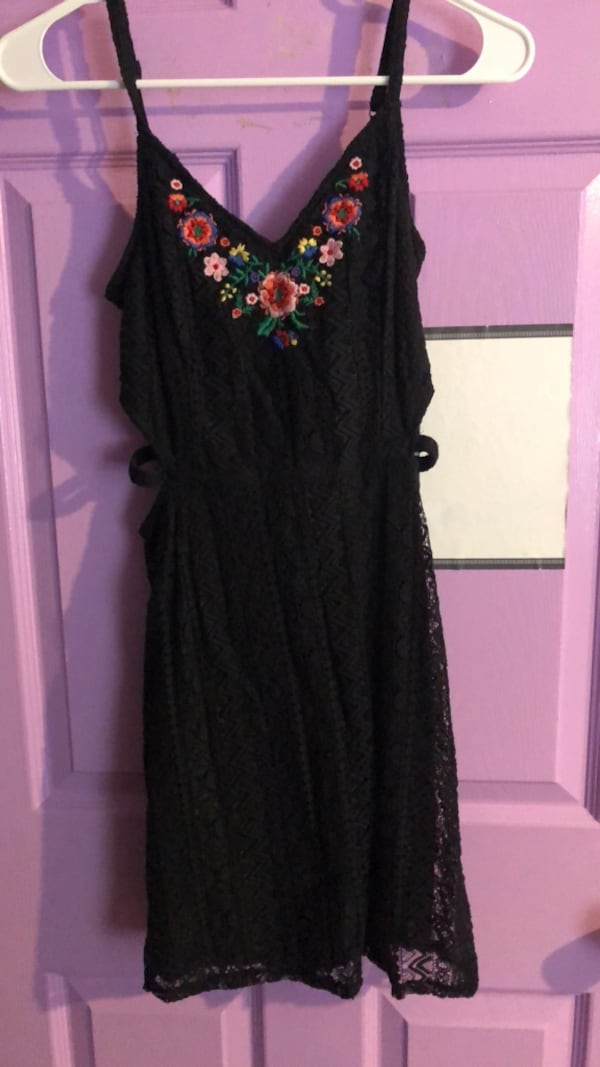 Black floral sleeveless dress 438bba60-09b7-4d18-ab6d-d7353b4b3015