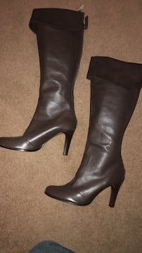 Brown Leather Knee-high Boots size 9 Fort Washington, 20744