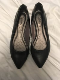 Pair of black leather pointed-toe flats Winnipeg, R2H 0Z3