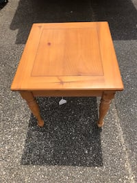 End table with matching coffee table Anniston, 36207