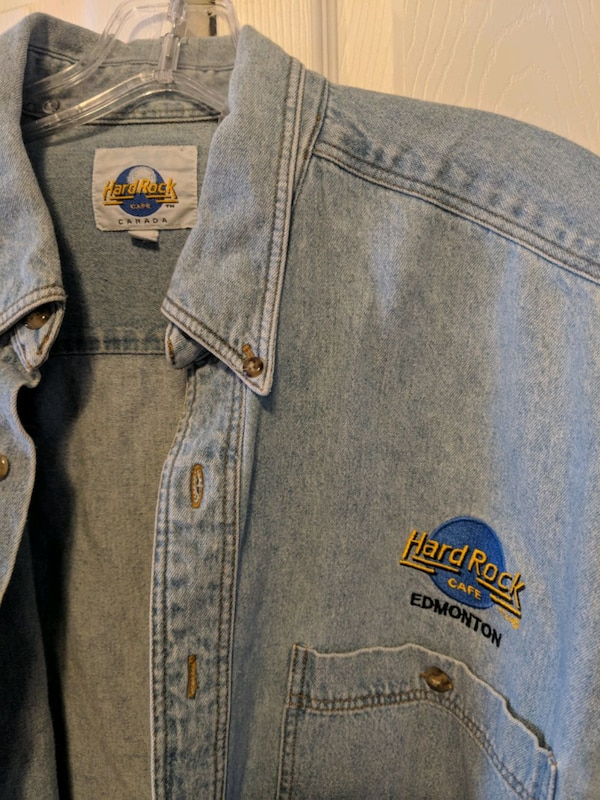 Hard Rock Cafe Edmonton denim shirt edb608ea-598b-4d2a-86a1-5b8bcd22320a