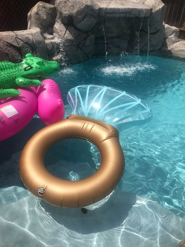 2a133cd36d979 Used Giant ring floatie for sale in Anaheim - letgo
