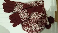 Brand new scarf gloves and hat Dollard-des-Ormeaux