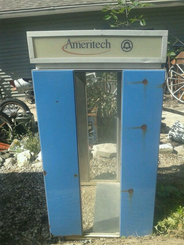 Used Old school phone booth for sale in Menomonee Falls - letgo