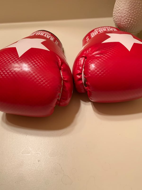 Boxing gloves - 6oz.... 8ac4a930-e194-4502-b3c6-8035316e7308