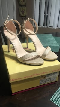 Pair of grey snakeskin leather open-toe ankle-strap heeled sandals with box El Centro, 92243