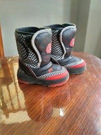 pair of black-and-red boots Kitchener, N2R 1L3