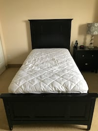 Bedroom set with side table and lampshade Toronto, M1G 2R5