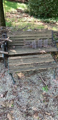 Bench Newtown Square, 19073