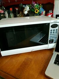 White Cooks Microwave Oven .9 cu. Ft., 900w Shirley