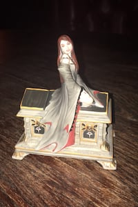Porcelain Music Box LOVE WITHOUT END