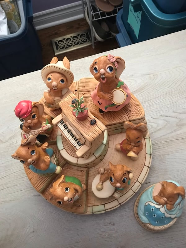 Pendelfin Band with characters. Stand plus 9 pieces. dabce2fa-fe64-4b77-ad8d-589cb245a613