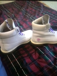 Size 10 white and purple timberlands Foley, 36535